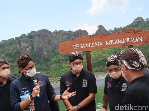 Sandiaga meminta Nglanggeran diajukan menjadi Desa Wisata yang akan diujicobakan. Sehingga harapan masyarakat dan wisatawan bisa diwujudkan(Pradito Rida Pertana/detikcom)