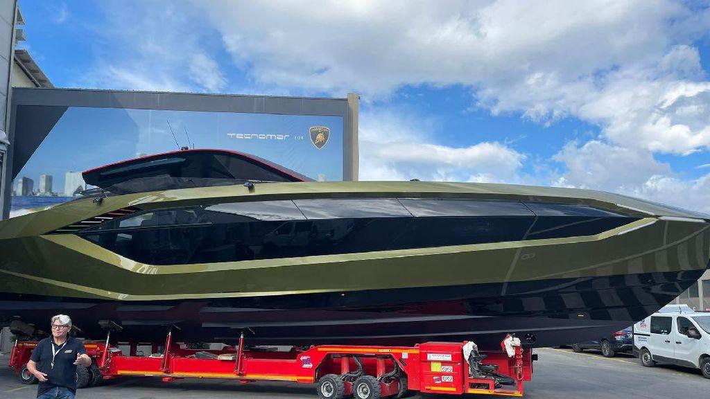 Supercar Sudah Mainstream, Mc Gregor Serah Terima Kapal Pesiar Lamborghini Rp 50 M