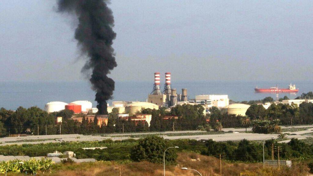 Fasilitas Bahan Bakar Utama Lebanon Terbakar, Asap Pekat Mengepul
