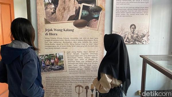 Benda-benda cagar budaya di rumah artefak semua berasal dari hibah atau pemberian dari masyarakat dan komunitas pelestari seperti Forum Peduli Sejarah Budaya Blora (FPSBB) dan hasil riset Balai Pelestarian Situs Manusia Purba (BPSMP) Sangiran.