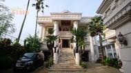 9 Potret Rumah Crazy Rich Trenggalek, Ada Masjid Bergaya Eropa