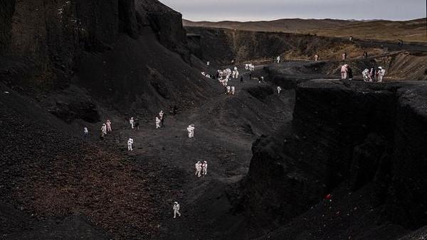 Penduduk desa setempat menamai gunung berapi itu North Alchemy Furnace (No. 3), Zhong Alchemy Furnace (No. 5) and South Alchemy Furnace (No. 6). Ketiganya juga yang paling populer di kelompok gunung berapi.