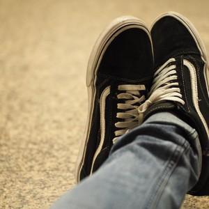 Sederet Alasan Sepatu Vans Sangat Cocok untuk Anak Kuliahan