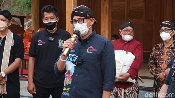 Menparekraf Sandiaga Uno mengunjungi Desa Wisata Nglanggeran di Kabupaten Gunungkidul. (Pradito Rida Pertana/detikcom)