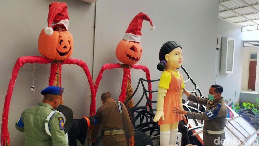 Timbulkan Kerumunan, Boneka Squid Game di Surabaya Dibongkar