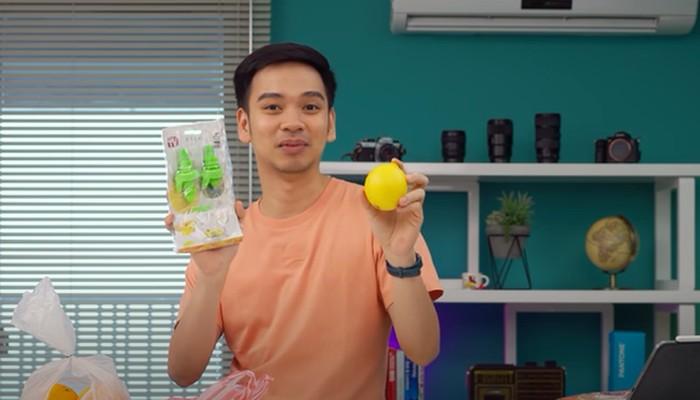 Youtuber Gadget Beli 5 Alat Dapur Aneh, Ada Gunting Sayuran dan Spons Cuci Piring