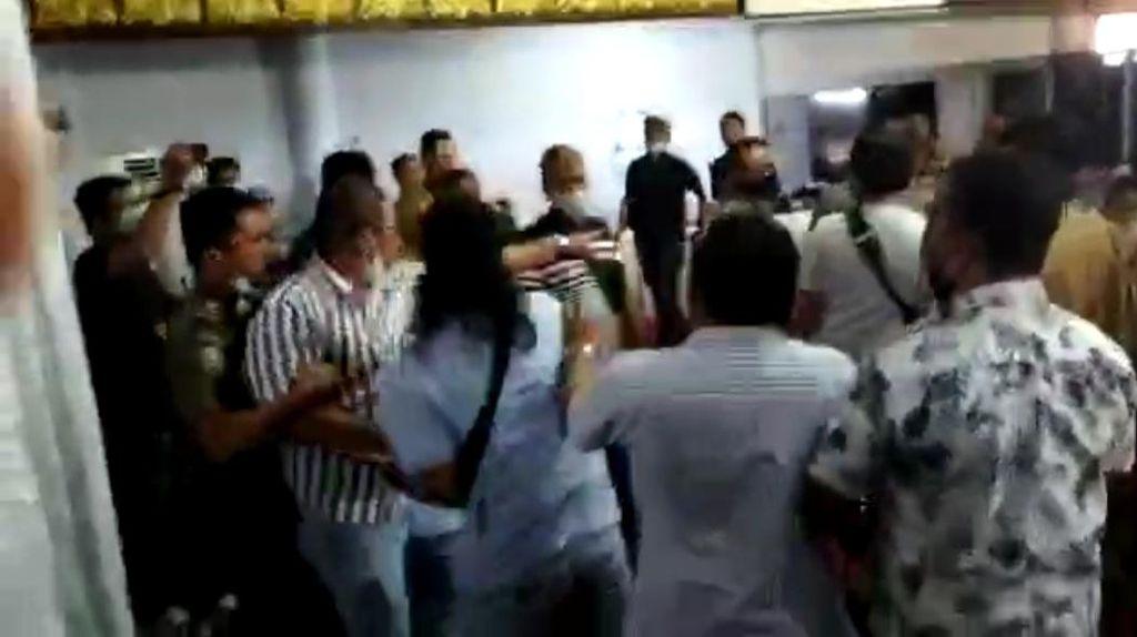 Bahas Tambang Emas Ilegal, Anggota DPRD di Jambi-Warga Nyaris Adu Jotos