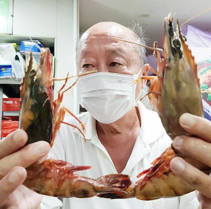 Beli 5 Ekor Udang Saus Telur Asin di Kaki Lima, Pria Ini Kaget Harganya Rp 700 Ribu!