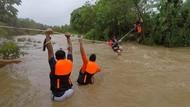 Dihantam Badai Kompasu, Warga Filipina Dievakuasi