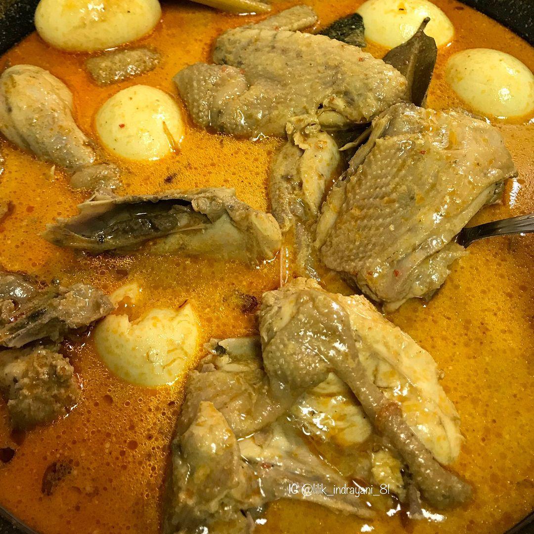Empuk Gurih Kare Ayam Kampung Kayun, Kuliner Legendaris Lamongan