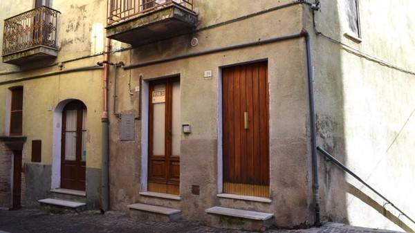 Siapa pun boleh membeli rumah-rumah ini. Syaratanya adalah memberikan jaminan sebesar 3 ribu euro.(CNN/Biccari)