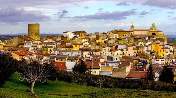 Rumah-rumah yang dijual berada di Kota Biccari, Italia. (CNN/Biccari)