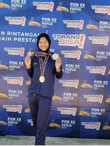 Melani Putri adalah peraih 3 medali emas Cabor Dayung di kelas rowing nomor Women's Four Sculls (W4X), Lightweight Women's Double Sculls (LW2X) dan Womens Double Sculls (W2X).