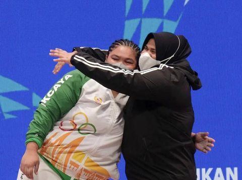 Nurul Akmal dari Kontingen Aceh, juara Angkat Besi kelas +87 kg putri di PON XX Papua 2021
