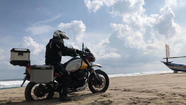 Pemilik pertama Moto Guzzi V85 TT Travel di Indonesia