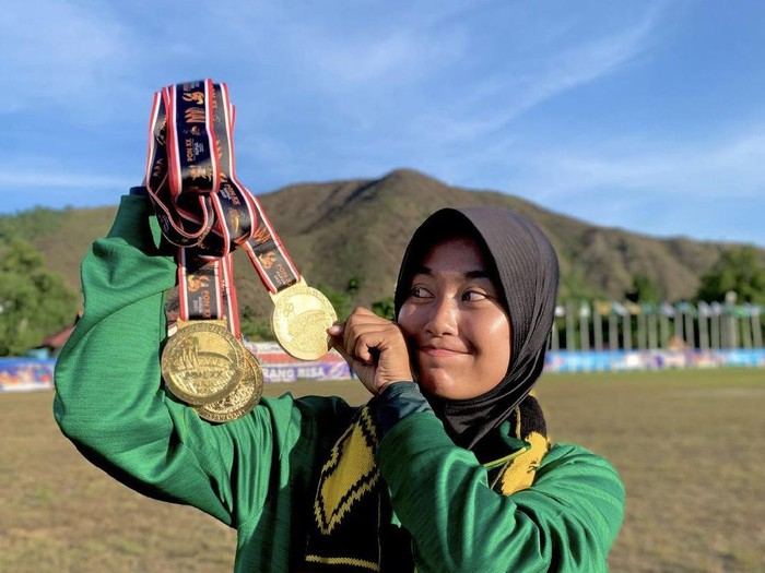 Bunga Arbela yang mendapatkan tiga medali emas. Foto: Dok. Instagram @bungarbela.