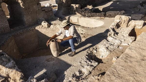 Kompleks pembuatan minuman anggur yang diperkirakan peninggalan era Bizantium itu pun diyakini sebagai yang terbesar pada zamannya. Melansir BBC Indonesia, kawasan itu pun diperkirakan pernah memproduksi dua juta liter dalam setahun.