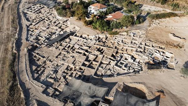 Kompleks pembuatan minuman anggur yang diketahui berusia 1.500 tahun ditemukan di kawasan Yavne, Tel Aviv Selatan, Israel.