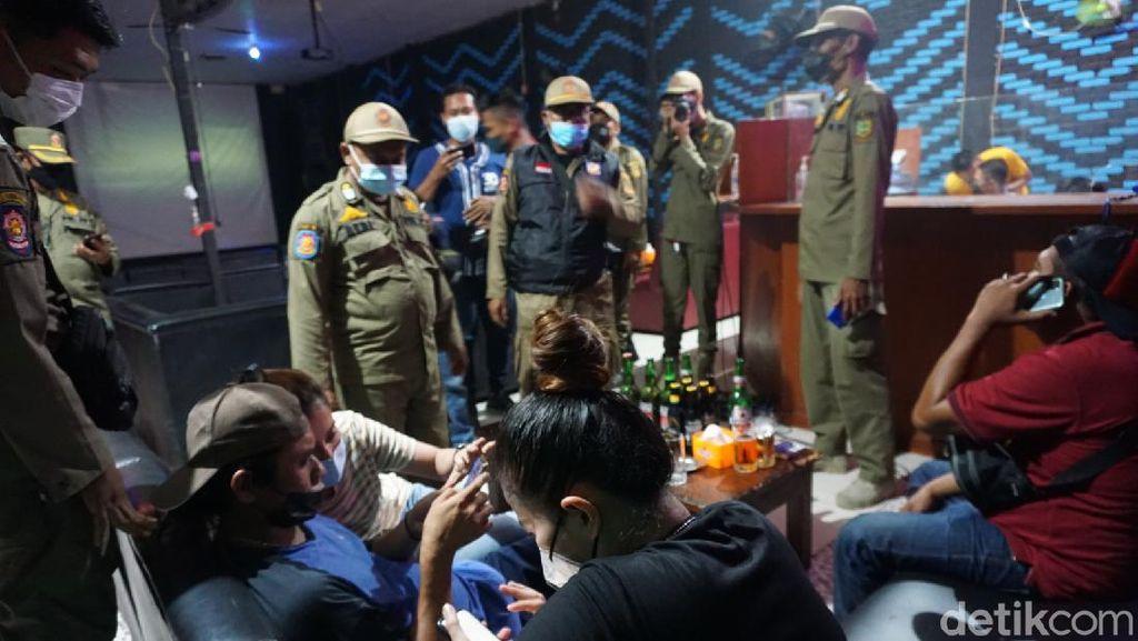 Vaksinasi Pengunjung Tak Diperiksa, 2 Karaoke di Kota Mojokerto Ditutup Paksa