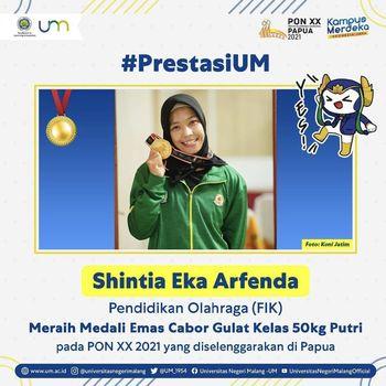 Shintia Eka Arfenda, meraih medali emas cabor Gulat Kelas 50kg Putri pada PON XX Papua 2021.