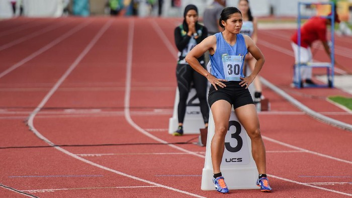 Pelari Sumatera Selatan Sri Mayasari bersiap mengikuti final nomor lari 400 meter putri PON XX Papua di Stadion Atletik, Mimika Sport Complex, Selasa (12/10/2021). PB PON XX Papua / Rommy Pujianto