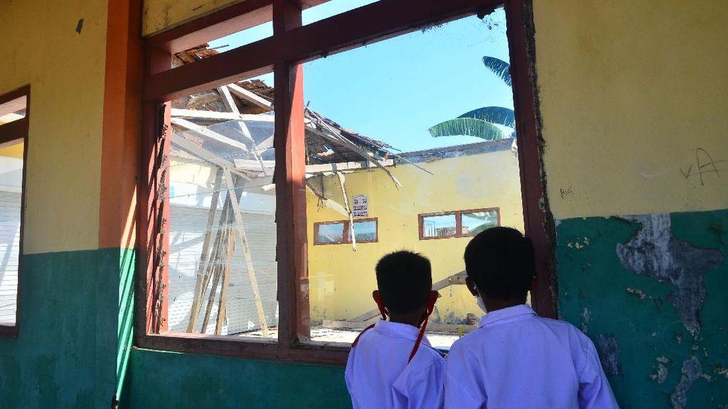 Tolong, Atap Bangunan Sekolah yang Roboh di Kudus Belum Diperbaiki