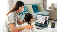 5 Alasan Orang Tua Perlu Ajarkan Dua Bahasa ke Anak
