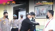 Viral Video Polisi Banting Pendemo, Risikonya Bisa Lumpuh!