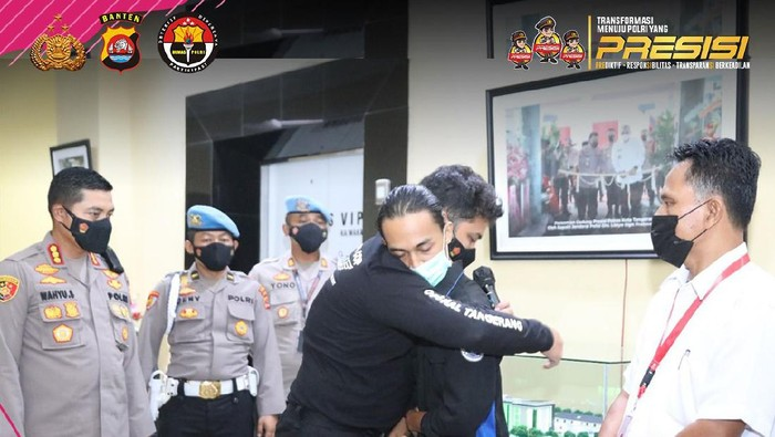 Brigadir NP, oknum polisi banting pendemo mahasiswa di Tangerang minta maaf