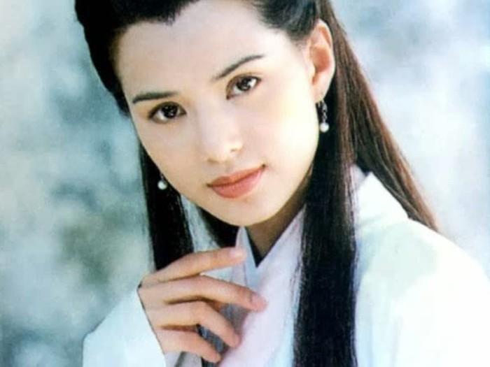 Carmen Lee, pemeran Bibi Lung.