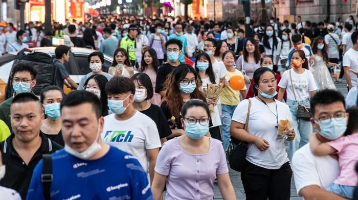 Otoritas China bersiap memeriksa ratusan ribu sampel darah dari bank darah yang ada di kota Wuhan sebagai bagian dari penyelidikan asal-usul virus Corona (COVID-19).
