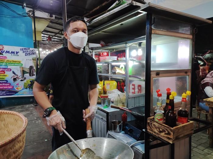Dipecat KPK, Tigor Simanjuntak Kini Sibuk Jualan Nasi Goreng