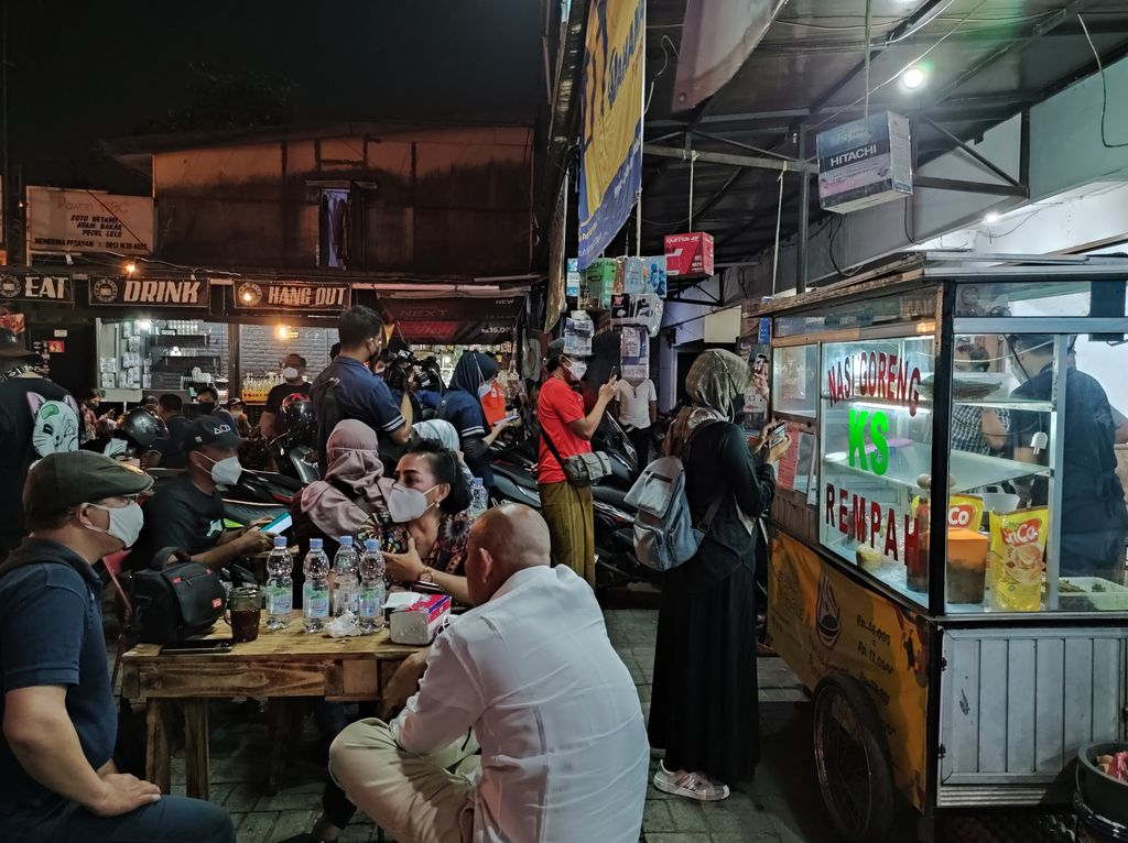 'Dipecat' KPK, Tigor Simanjuntak Kini Sibuk Jualan Nasi Goreng