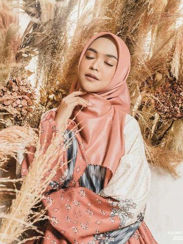 Foto gaya hijab Oki, Ria Ricis dan Shindy.