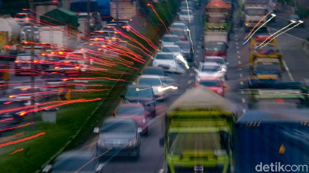Jakarta PPKM Level 3, Tol JORR Padat di Jam Pulang Kerja