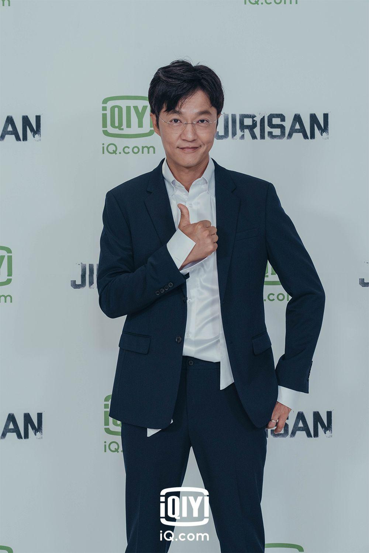 Para pemain drama Korea Jirisan usai konferensi pers pada Rabu (13/10/2021).