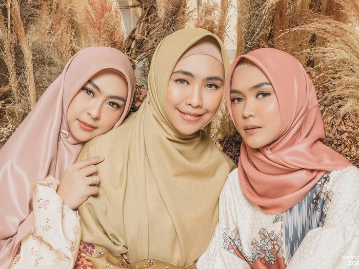 Foto Shindy Putri, Oki Setiana Dewi dan Ria Ricis. Foto: Dok. Instagram @doleytobing.