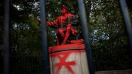 Duh, Patung Christopher Columbus di London Bersimbah Cat Merah