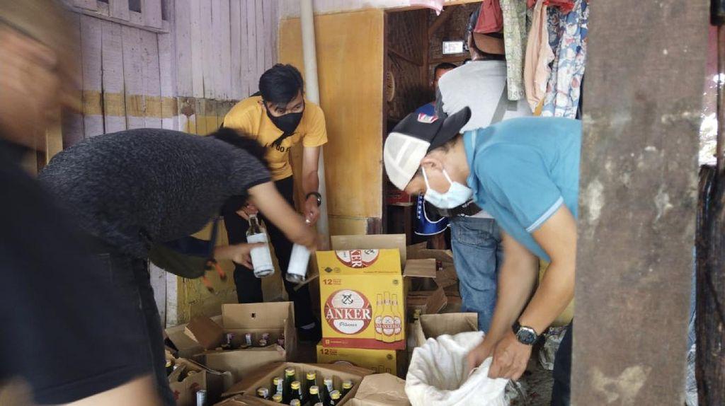 Gelar Razia, Polisi Sita 850 Botol Miras di Pajampangan Sukabumi