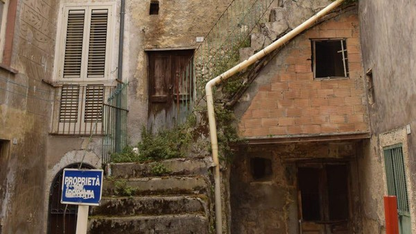 Sebelum beli rumah, ada ketentuan yang harus diketahui. Pembeli harus siap merenovasi rumah.(Paolo di Bacco)