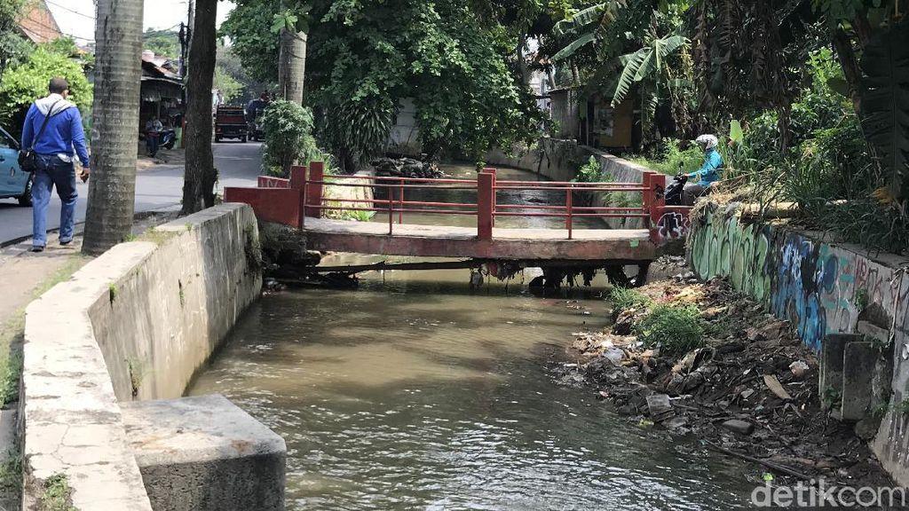 Agar Sampah Tak Menumpuk, Warga Minta Jembatan Tanah Baru Ini Diperbaiki