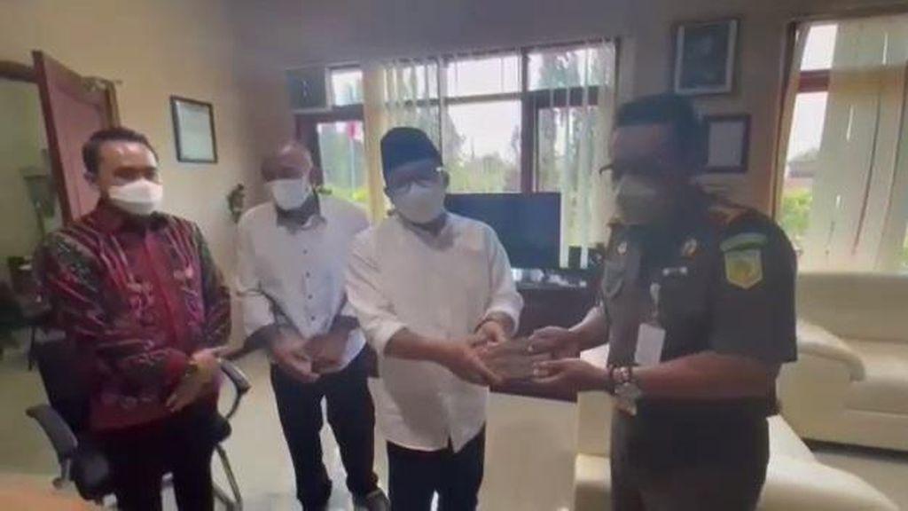 Penampakan Walkot Malang Sutiaji Bayar Denda Langgar PPKM Rp 25 Juta