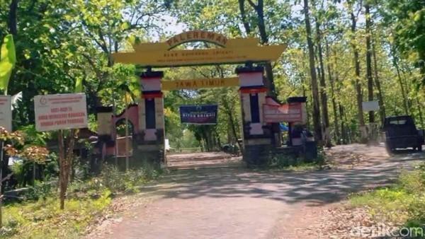Lokasi wisata spiritual di alas Ketonggo, diberi nama Palereman Alas Ketonggo Srigati. Yakni sebuah area hutan yang memiliki luas sekitar 5 ribu meter persegi, terletak 12 kilometer arah selatan pusat Kota Ngawi.