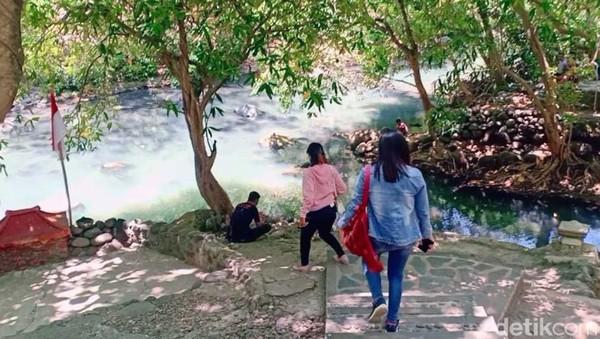 Berada di Desa Babadan, Kecamatan Paron, Alas Ketonggo dipercaya sebagai Petilasan atau tempat istirahat Raja Majapahit Prabu Brawijaya V.