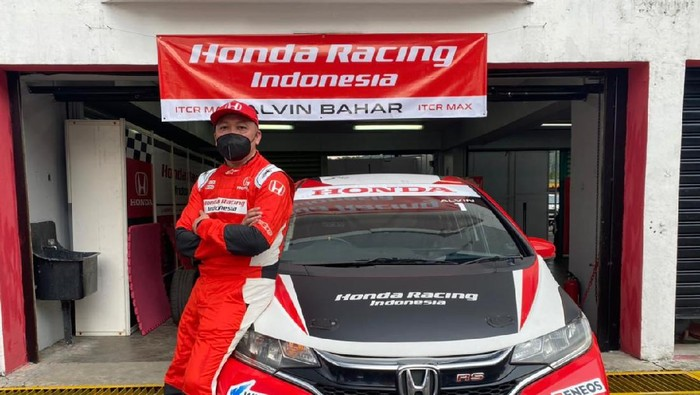 Pebalap Honda Racing Indonesia Alvin Bahar