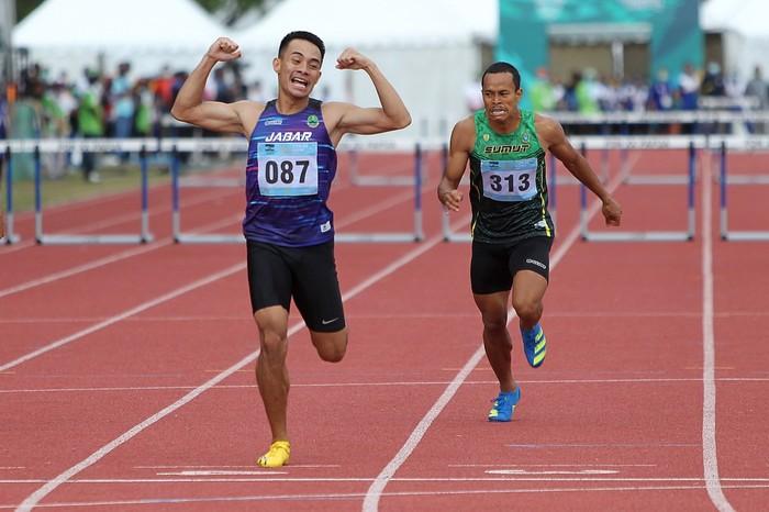 Atlet Jawa Barat, Halomoan EB (087) berhasil meraih medali emas Atletik PON XX Papua nomor Lari 400m Gawang Putra. (Foto : PB PON XX Papua/Ady Sesotya)