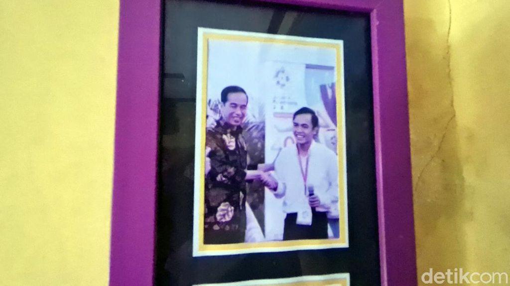 Bona Pencolek Jokowi, Dulu Kuli Bangunan Kini Jadi Orang Kantoran