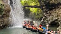 Foto: Seru-seruan River Tubing di Pangandaran, Berani Tidak?