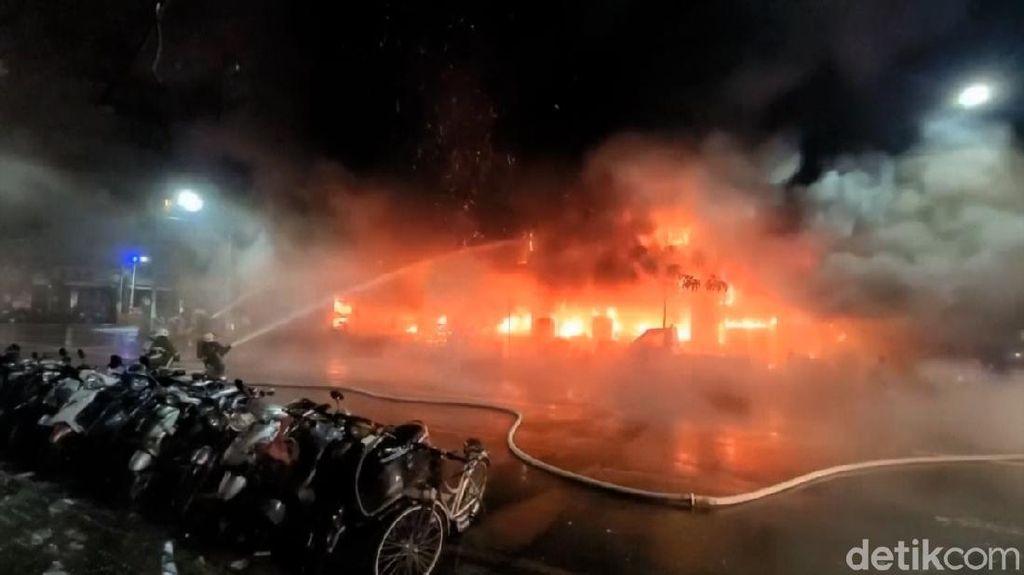 Gedung 13 Lantai di Taiwan Terbakar, 14 Orang Tewas