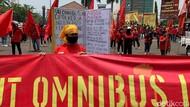 Geruduk Pemkab Karawang, Buruh Minta Omnibus Law Dicabut
